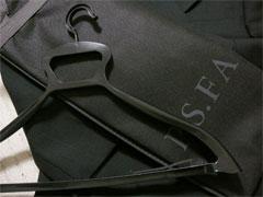 パーフェクトスーツファクトリーのスーツバッグとハンガー