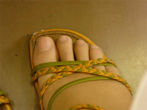 セシールの5本指ストッキングを履いてサンダルを履いたところ