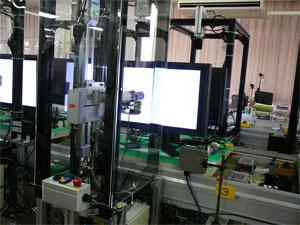 色と明るさを機械で調整しているところ