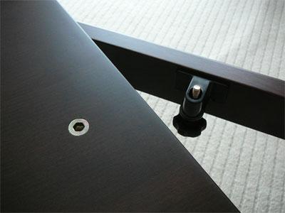 無印良品の正方形こたつの天板固定ネジ
