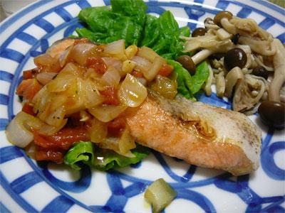 レシピ本「体脂肪計タニタの社員食堂」で作った鮭の野菜ソースがけ
