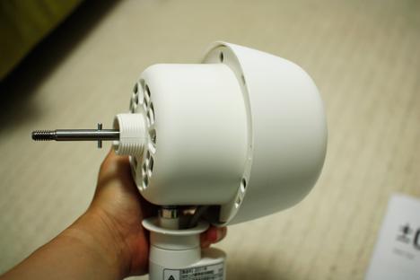 プラスマイナスゼロの扇風機(テーブルファン)の本体アップ写真