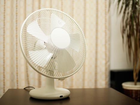 プラスマイナスゼロの扇風機(テーブルファン)と普通の扇風機の比較