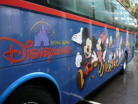 ディズニーズハリウッドホテルからランドへ向かう無料シャトルバス