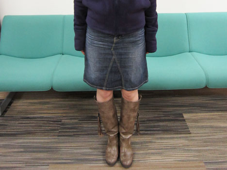 女性が履いたベルメゾンネットの裏フリースデニムスカート
