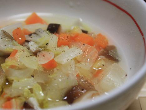 バリアーニグリーンオリーブオイルをかけたスープ