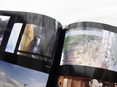 オートアルバムのフォトブックの各ページの全体像を写した写真