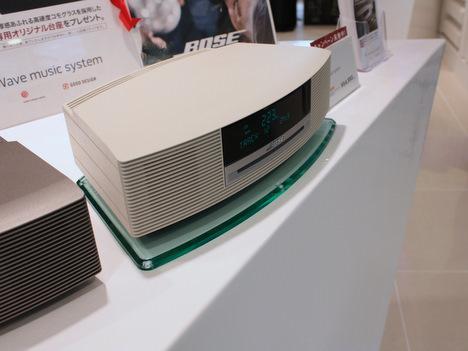 BOSEのWave music systemとオリジナル台座の写真
