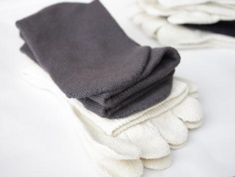 セシールの冷えとり靴下(絹&綿)は重ね履きが楽の一枚目の画像