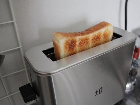 プラスマイナスゼロのポップアップトースターでパンなどを焼いた感想の一枚目の画像
