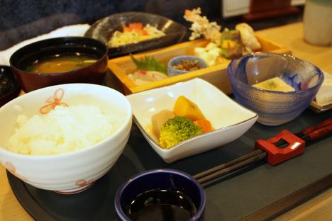 JR倉敷駅前近くの居食家 寿のランチ
