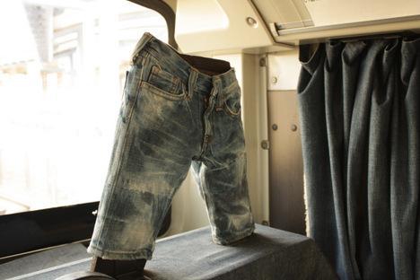 児島の下電バス「ジーンズバス」の車内