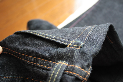 桃太郎ジーンズ 出陣レーベルのバックポケットの立体縫製