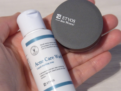 ETVOS(エトヴォス)のミネラルファンデと洗顔料の写真