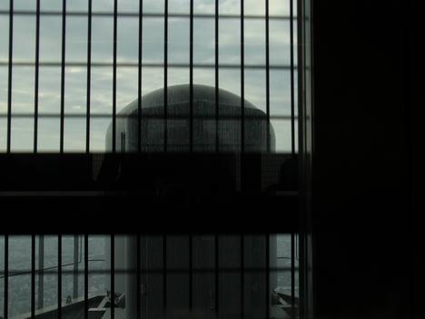 東京スカイツリー内 第二展望台から第一展望台への移動中の眺め