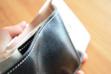 栃木レザーを使ったクアトロガッツの革財布の小銭入れ