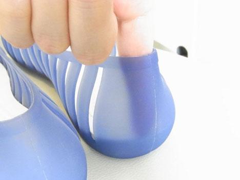 クロックスのフラットシューズ アドリナ フラット 2.0の踵の形