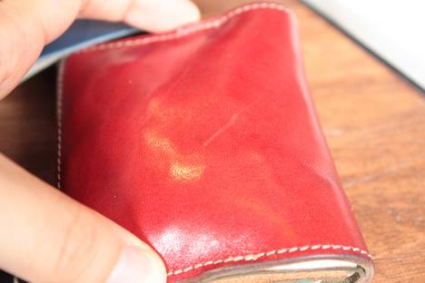 赤色の栃木レザーの革財布