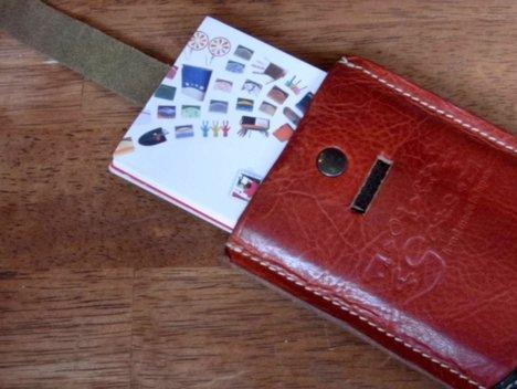 クアトロガッツの栃木レザーのカードケース