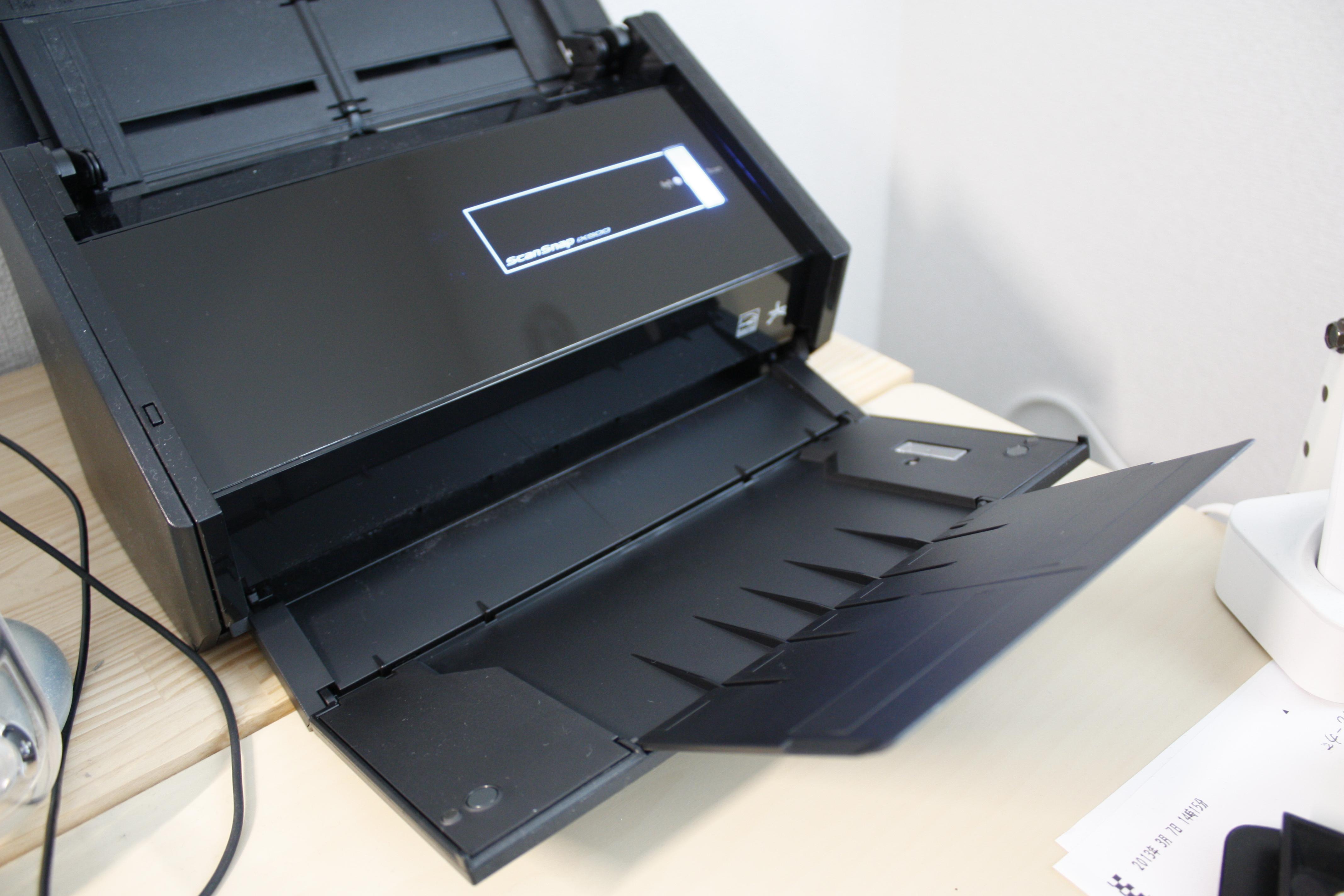 購入したScanSnap iX500という富士通のスキャナの排紙部分の写真2