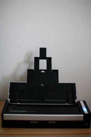 富士通ScanSnap S1300iに原稿をセットした写真