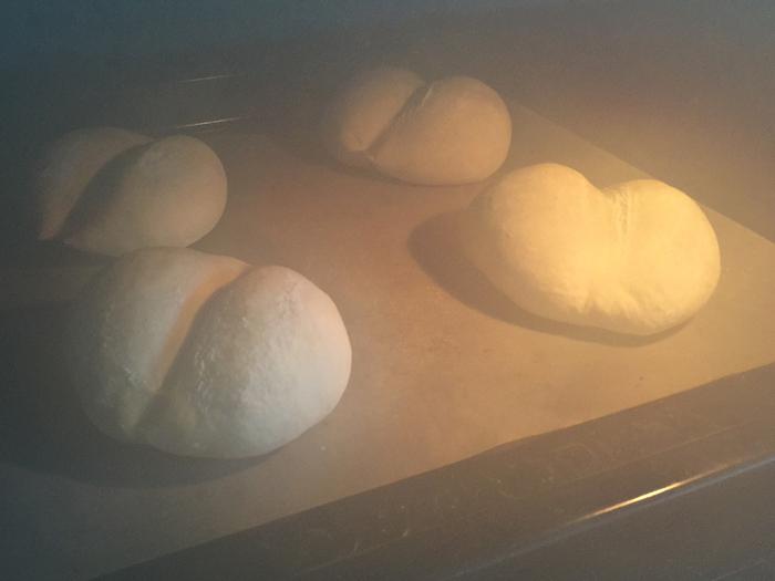 門間みかさん「ほんのりしあわせ。おうちパン」で白いパンを焼きましたの一枚目の画像