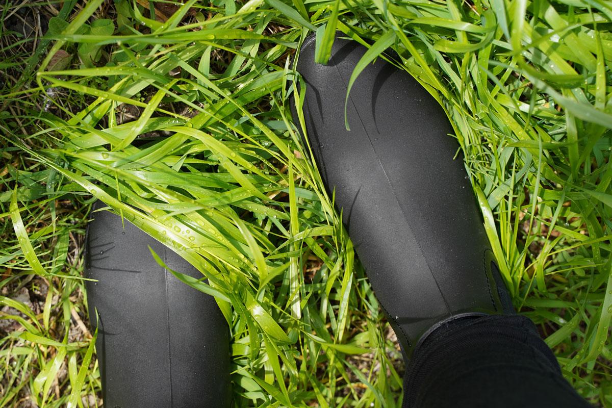 クロックスのミドル丈レインブーツ チェルシー・レインブーツ Leigh Chelsea Rain Boot